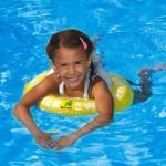 """Naozaj sa deti naučia lepšie plávať s kolesom na plávanie SWIMTRAINER """"Classic"""" s metódou plávania FREDS SWIM ACADEMY, ako na bežných kurzoch plávania?"""